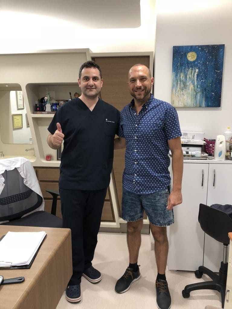 Dr-Acar-FUE-hair-transplant-with-patient
