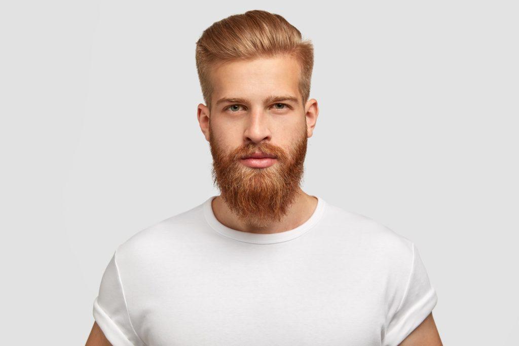 Мужчина после пересадки бороды