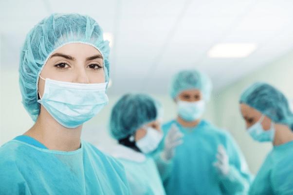 Pourquoi sélectionner son chirurgien de greffe de cheveux plutôt que sa clinique